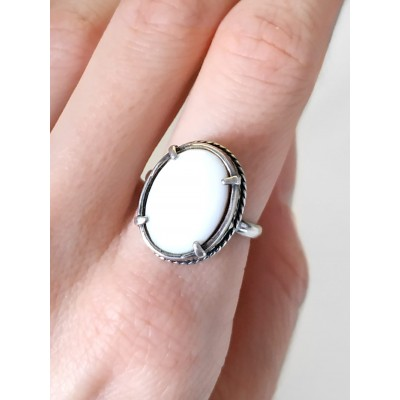 Кольцо посеребренное с белым перламутром