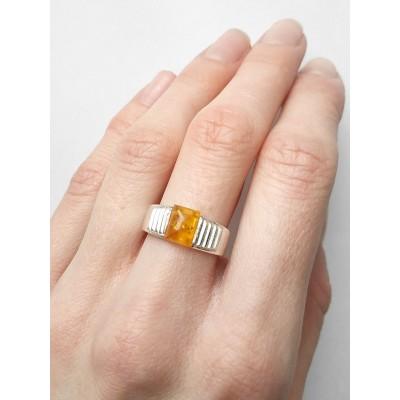 Кольцо посеребренное с желтым янтарем