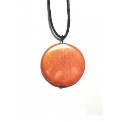 Подвеска из оранжевого перламутра