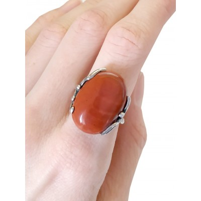Кольцо посеребренное с красной яшмой