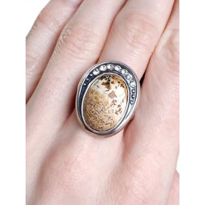 Кольцо посеребренное с далматиновой яшмой (порфиром)