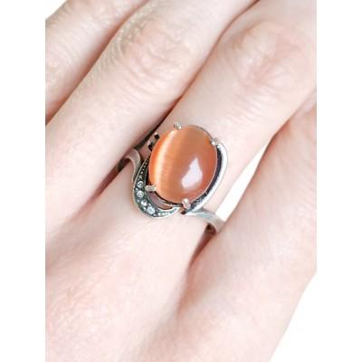 Кольцо посеребренное с оранжевым кошачьим глазом (синтетическим)