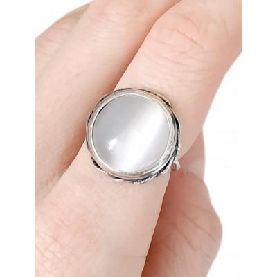 Кольцо посеребренное с серебристым кошачьим глазом (синтетическим)