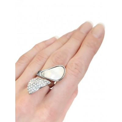Кольцо с перламутром и цирконами