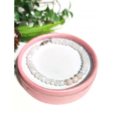 Браслет с розовым опалом и лунным камнем