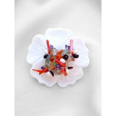 Брошь цветок из перламутра с жемчугом, кораллом, хризопразом, аметистом, сердоликом, гранатом, розовым кварцем